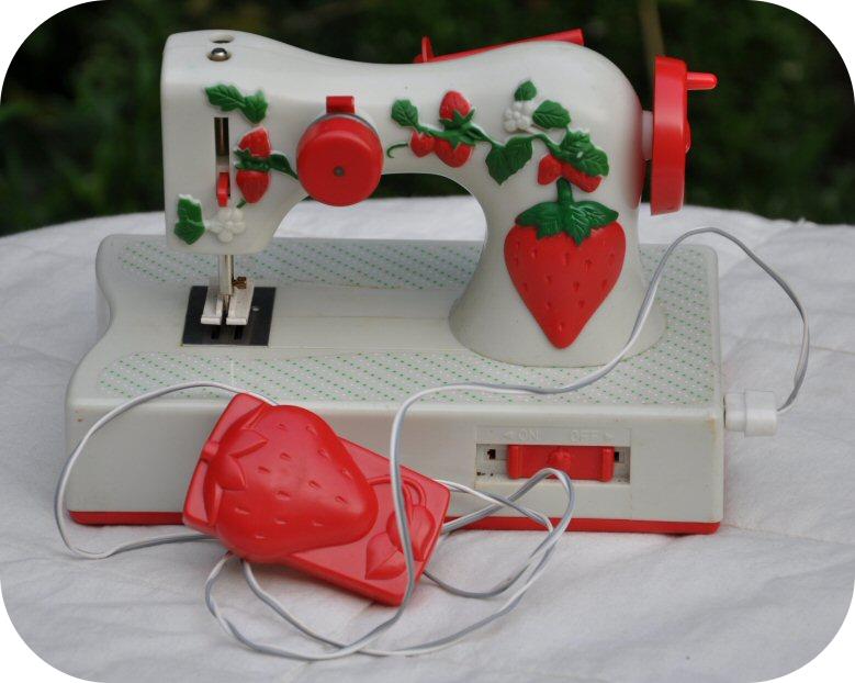 Kijk dan toch! Mijn eerste naaimachine ^_^