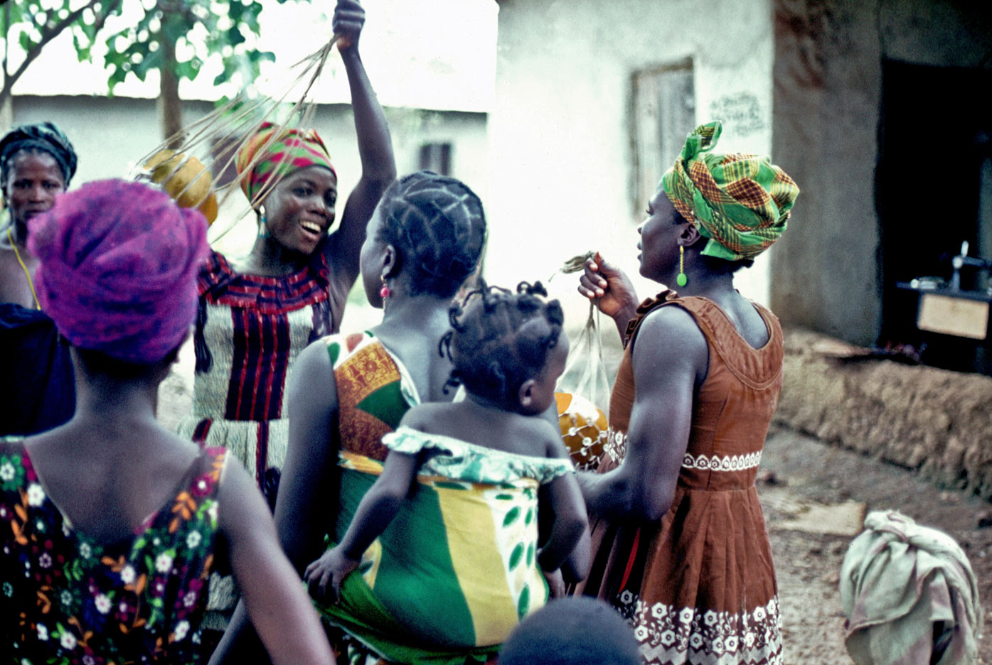 Bundu at Tokpombu (Nongowa) - women playing Segburre