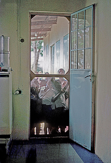 kids at kitchen door - Kenema