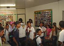 Estudantes visitam Casa de Cultura  no Prédio da prefeitura municipal.