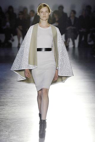 saunders1.jpg (image) :  jonathan saunder fashion runway cape