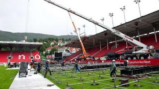 Montagem do palco em Bergen Montagem+do+palco+Brann+Stadium+-+Bergen