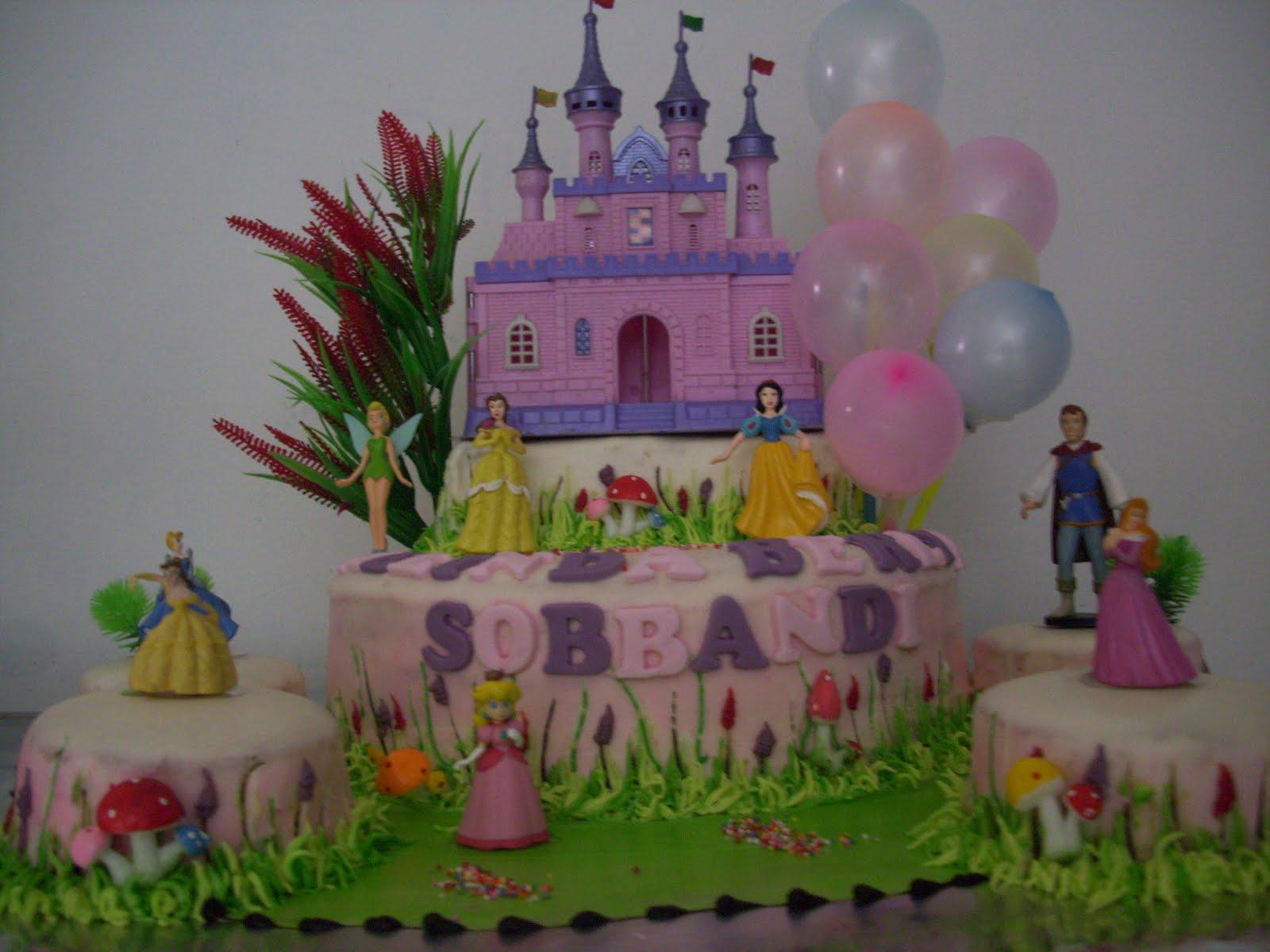 kue ulang tahun untuk melinda dg figur princess.goodie bagnya mati ide ...