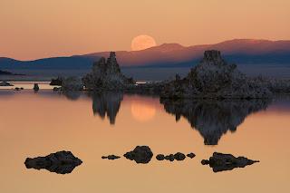 Lever de lune sur le lac Mono - Californie