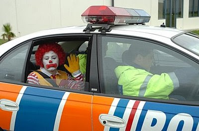 Biografia de Ronald McD. Ronald_McDonald_is_arrested_in_New_Zealand_after_protesting_against_McDonalds_use_of_GE-fed_chicken