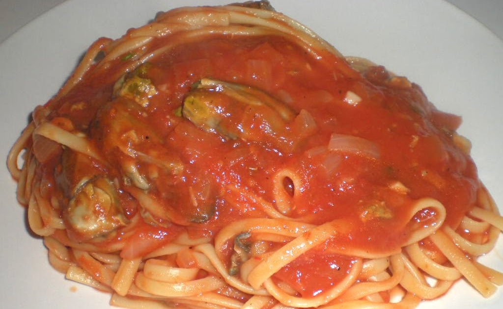 Random Cuisine: Linguine with Tomato Clam Sauce