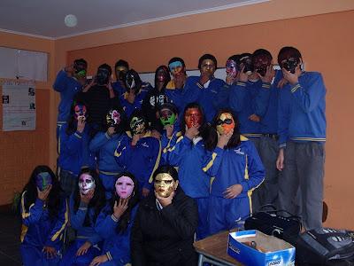 Las máscaras para la persona con la aplicación de la levadura