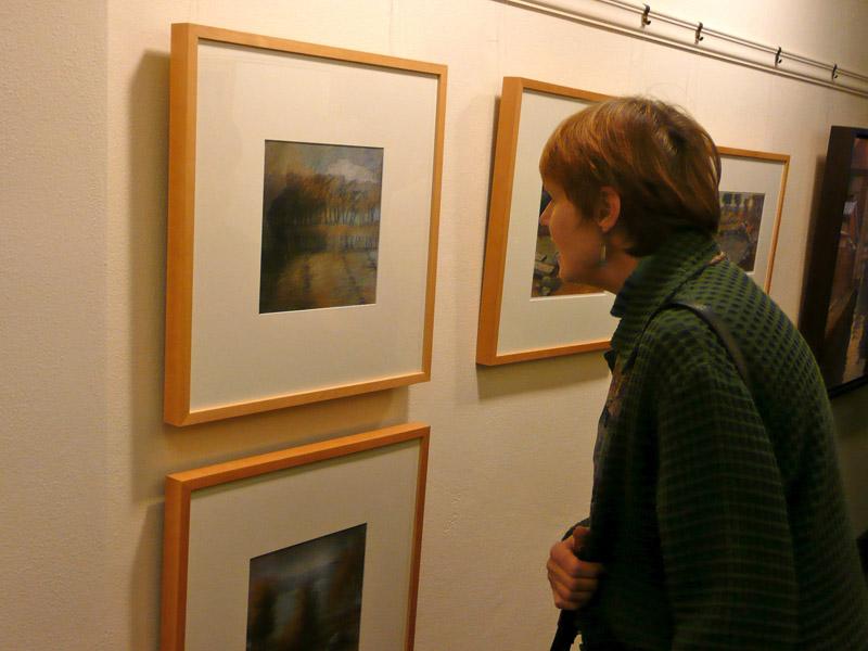 [Jean+looking+at+paintingblog.jpg]