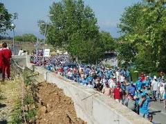 Marcha azul acia el circuito el dia del campeonato de Formula 1