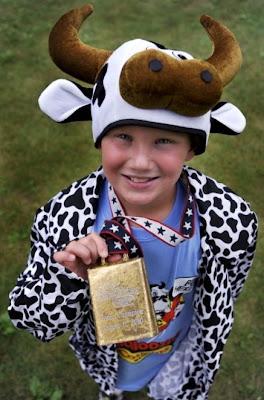 http://1.bp.blogspot.com/_loVOO01I6As/TG4BMc73HmI/AAAAAAAAAuA/xN-gKYRvwyg/s400/boy-mooing-contest.jpg