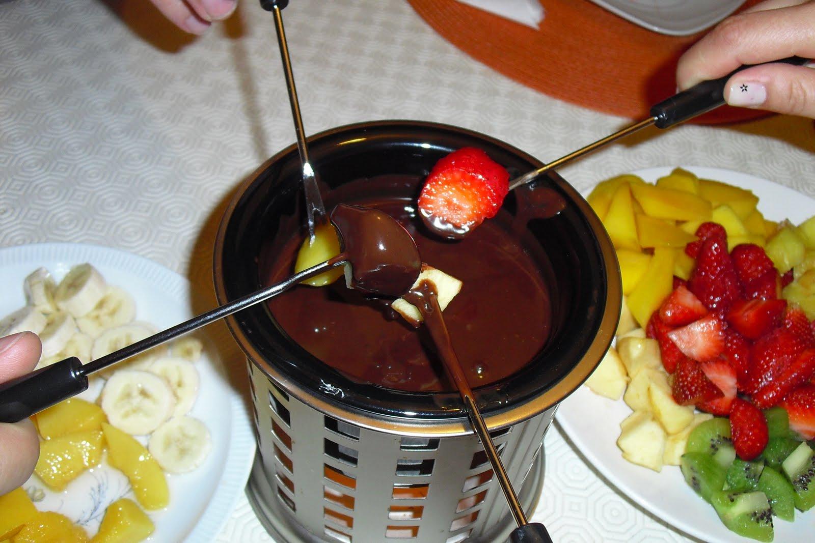 Kristininha na cozinha fondue de chocolate e frutas - Fondue de chocolate ...