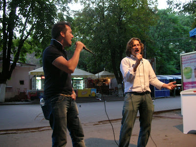 Elvis on the Move - Marco and Paolo Sing for the Ladies