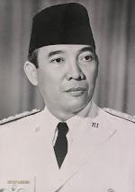 Presiden RI pertama Ir . SOEKARNO