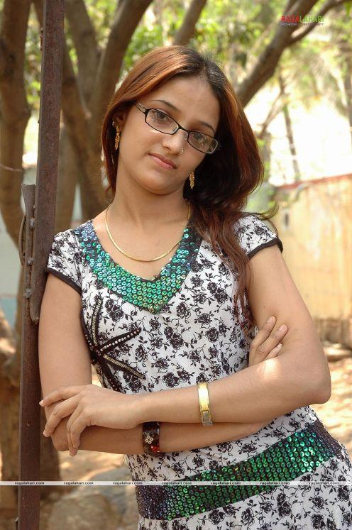 desi aunties and mallu girls: Chandini Cute Tamil Actress ...