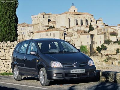 2005 Nissan Almera Tino PICTURES