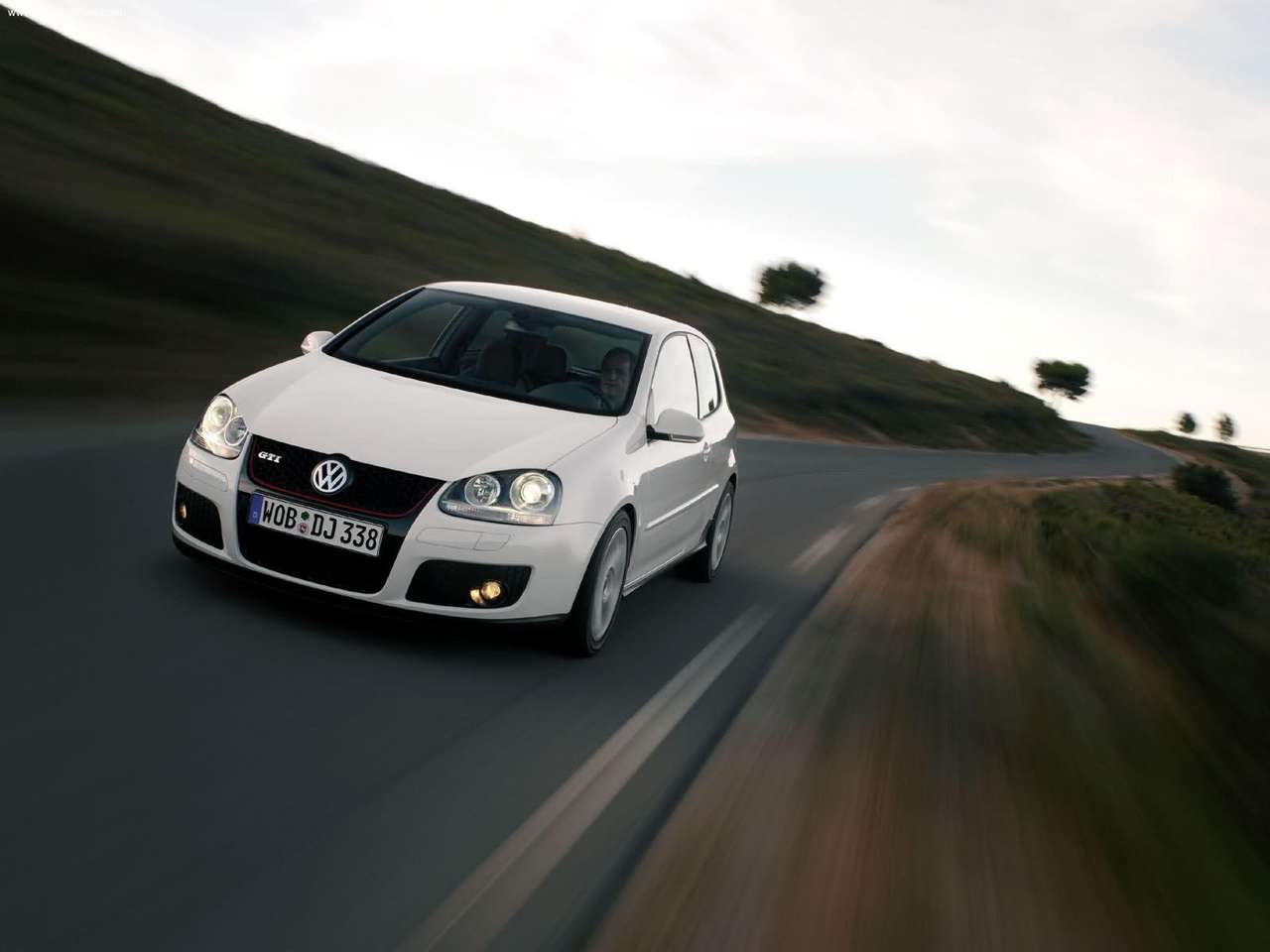 http://1.bp.blogspot.com/_lsyt_wQ2awY/TGKYnyFtAkI/AAAAAAACDhk/IN3VWtIQIGA/s1600/Volkswagen-Golf_GTI_3door_2004_1280x960_wallpaper_01.jpg
