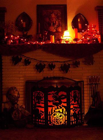 Halloween fireplace halloween decorations ideas for How to decorate your fireplace for halloween