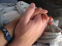 ThE FiRsT tiMe hE hELd mY hAnD