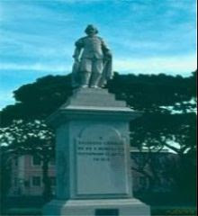 ESTÁTUA DE SALVADOR CORREIA DE SÁ E BENEVIDES, O RESTAURADOR DE ANGOLA NO ANO 1648.