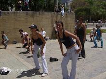 Amiguis haciendo bailoterapia...