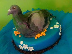 "Bolo de aniversário ""pombo"""