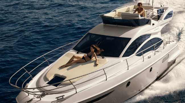 The Azimut Flybridge 38 was made to meet the needs of the yachtsman.