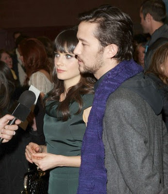 Joseph Gordon-Levitt and Zooey Deschanel