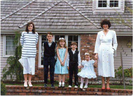 [Family+lined+up+in+front+of+house+in+WA.jpg]