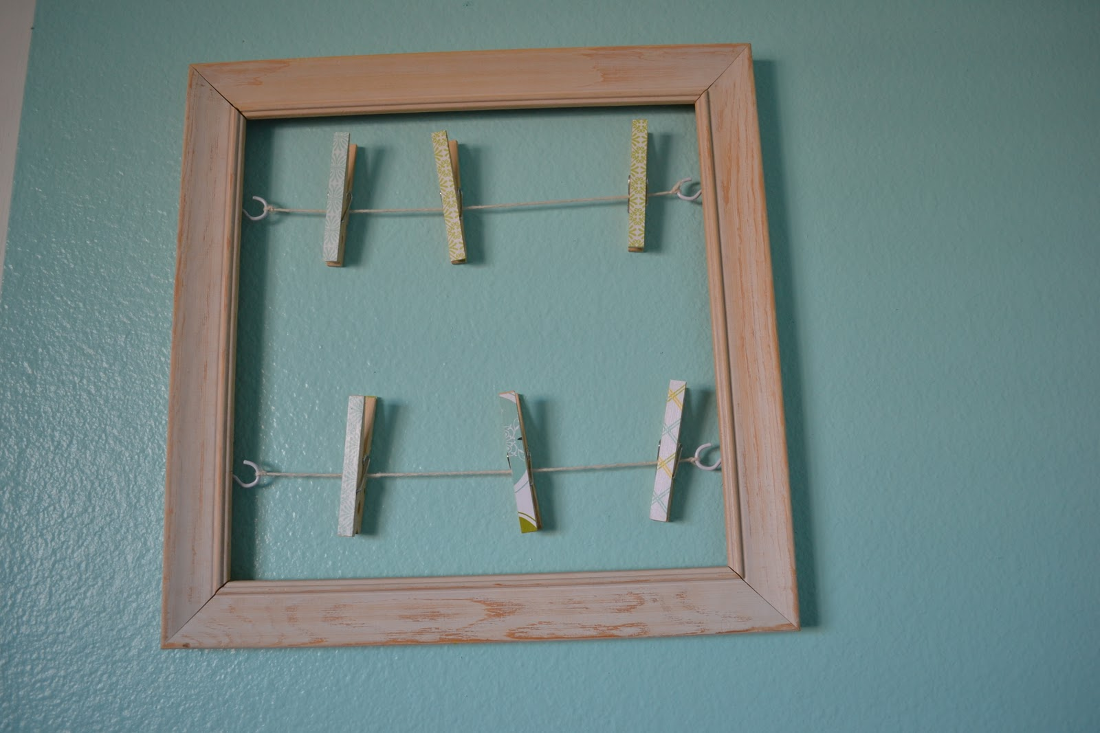 easy peasy lemon squeezy: Clothespin Frame