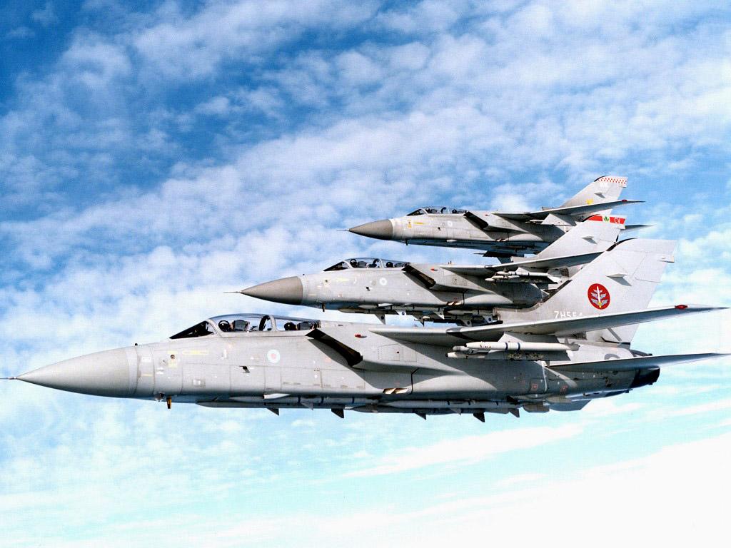 http://1.bp.blogspot.com/_m1Z6uxpmlU8/TLterJ-H9eI/AAAAAAAAB6k/2Iu3kRHhAGo/s1600/RAF_Tornado_F3_Fighters_in_Formation.jpg