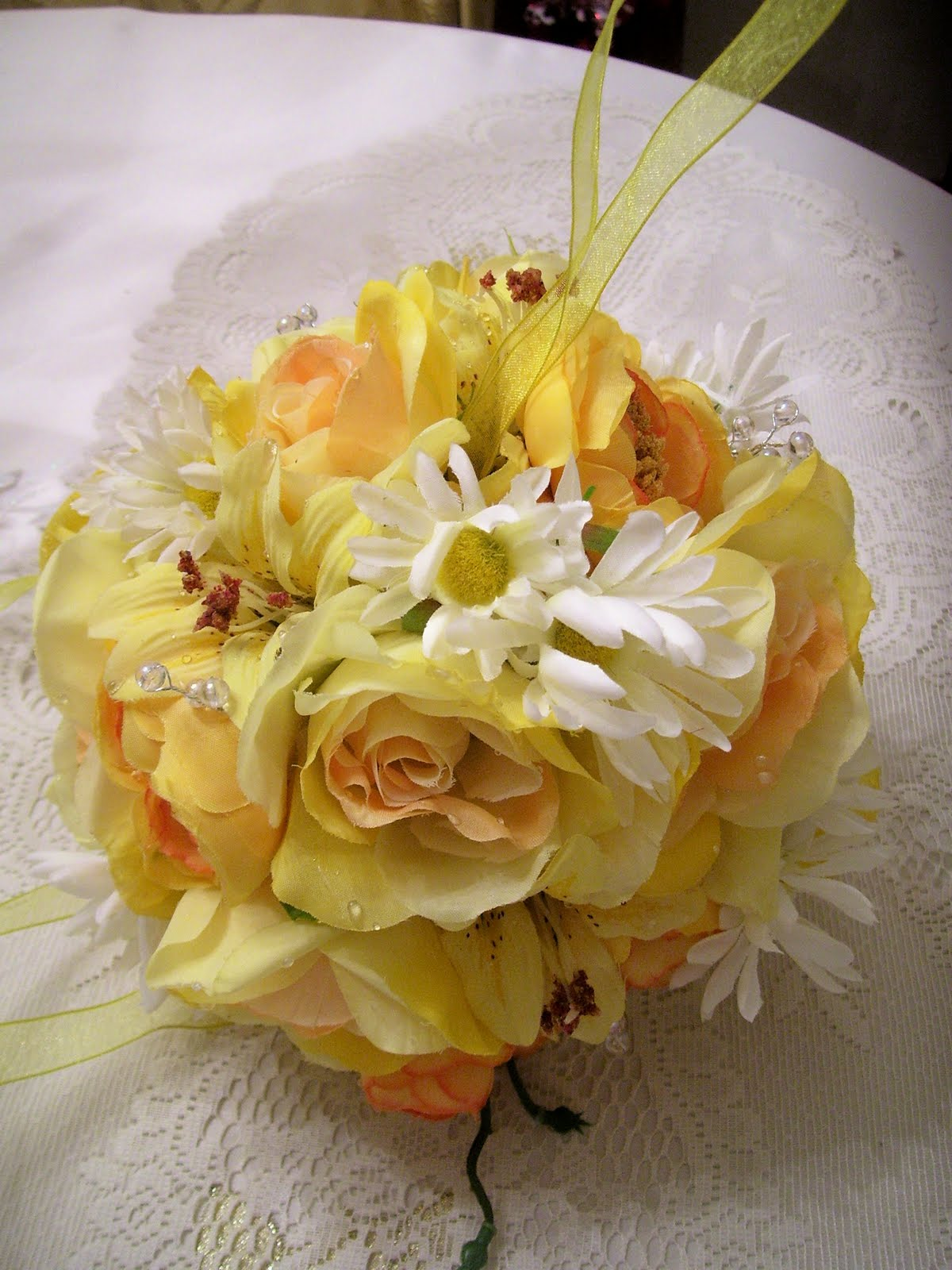 Memes and paragraphs flowers for their golden wedding anniversary i was thinking what flowers would it be for the bouquet for the table and for the sides of the isle of the church i made a deep research and gathered izmirmasajfo