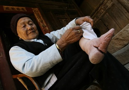 an overview of chinese footbinding The peculiar history of foot binding in china how ten centuries of chinese women submitted to the painful practice—and how it finally went out of fashion.