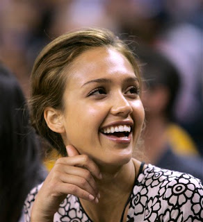 this is why I love Jessica Alba, she loves basketball, though I think she roots for the Knicks, Lakers and now the Warriors