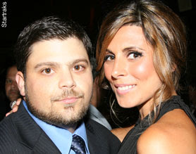 Some guys have all the luck, how is Jamie-Lynn Sigler dating Jerry Ferrara?