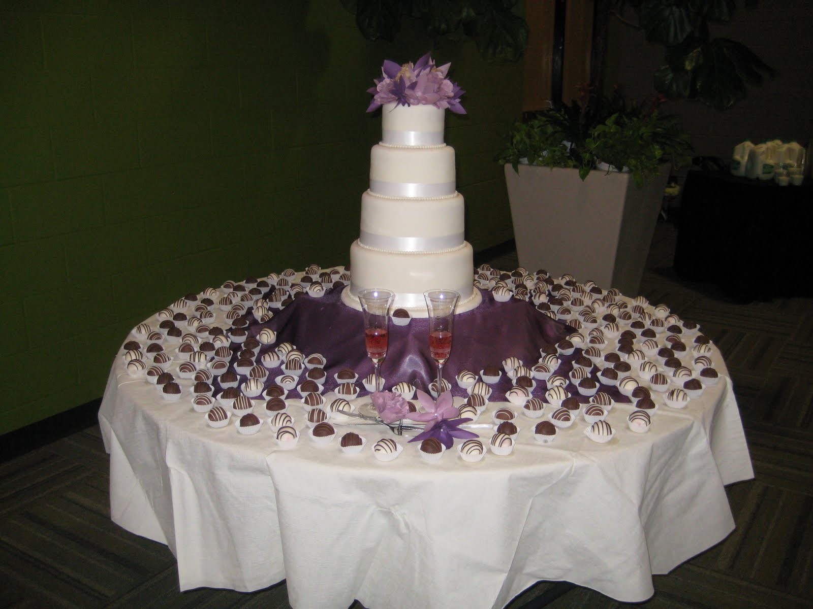 treats by christi my first wedding cake. Black Bedroom Furniture Sets. Home Design Ideas