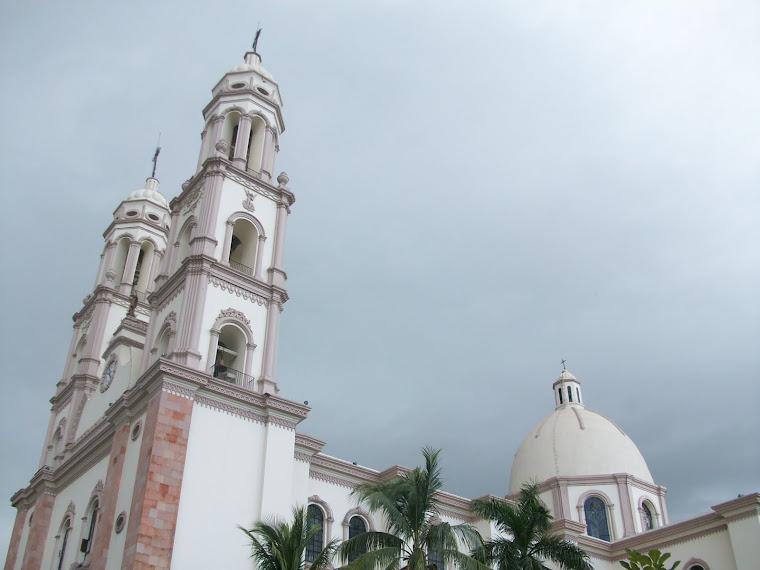 Catedral en una tarde nublada