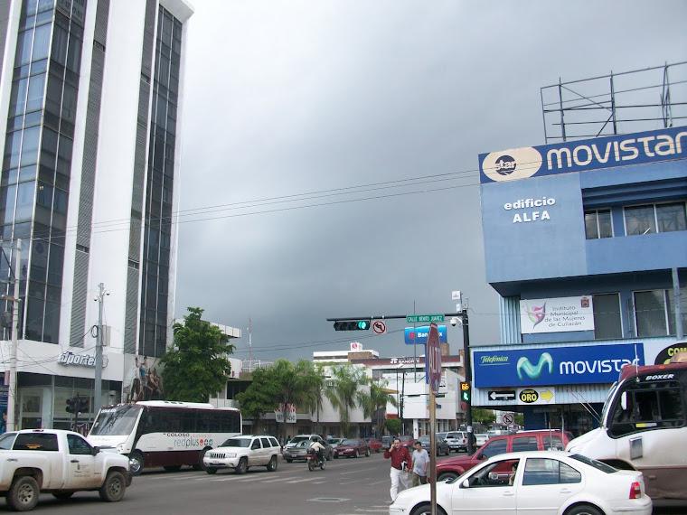 Avenida Álvaro Obregón en un día lluvioso
