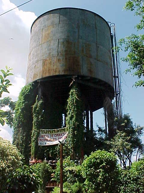 Tanque de agua de abastecimiento al ferrocarril