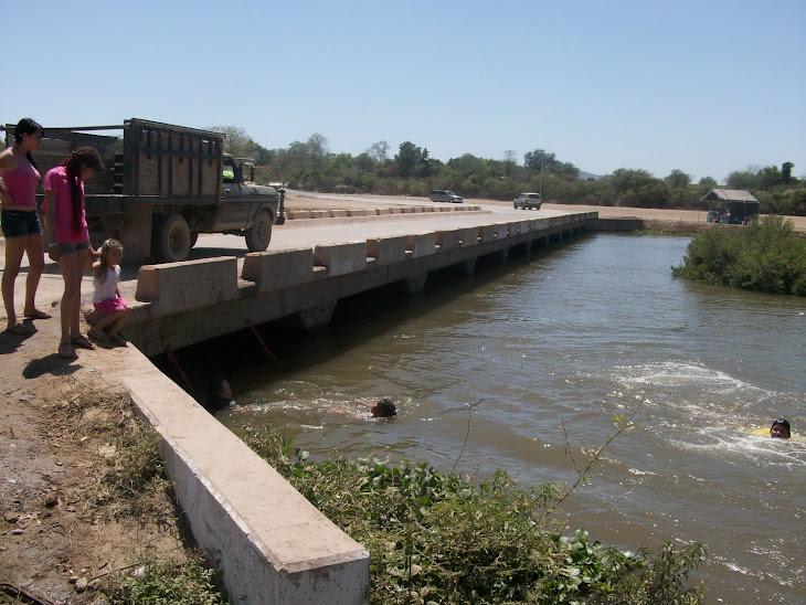 Puente de Palos Blancos sobre el Río Tamazula.