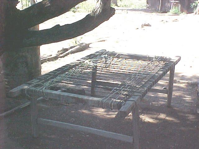 Cama con tejido de mecate o cuerda