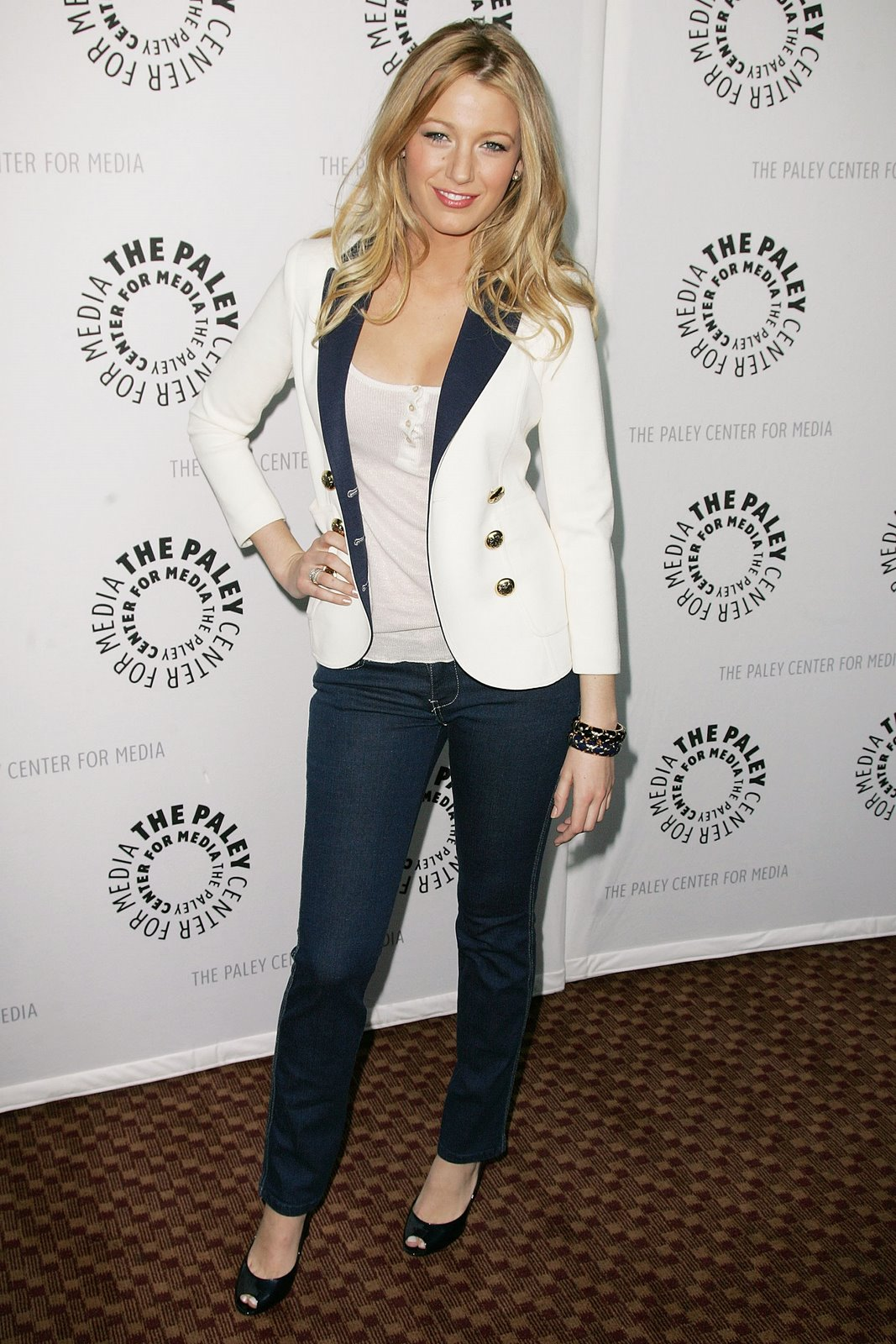 [67650_Celebutopia-Blake_Lively-Media32s_25th_annual_Paley_Television_Festival_Gossip_Girl-02_122_166lo.jpg]