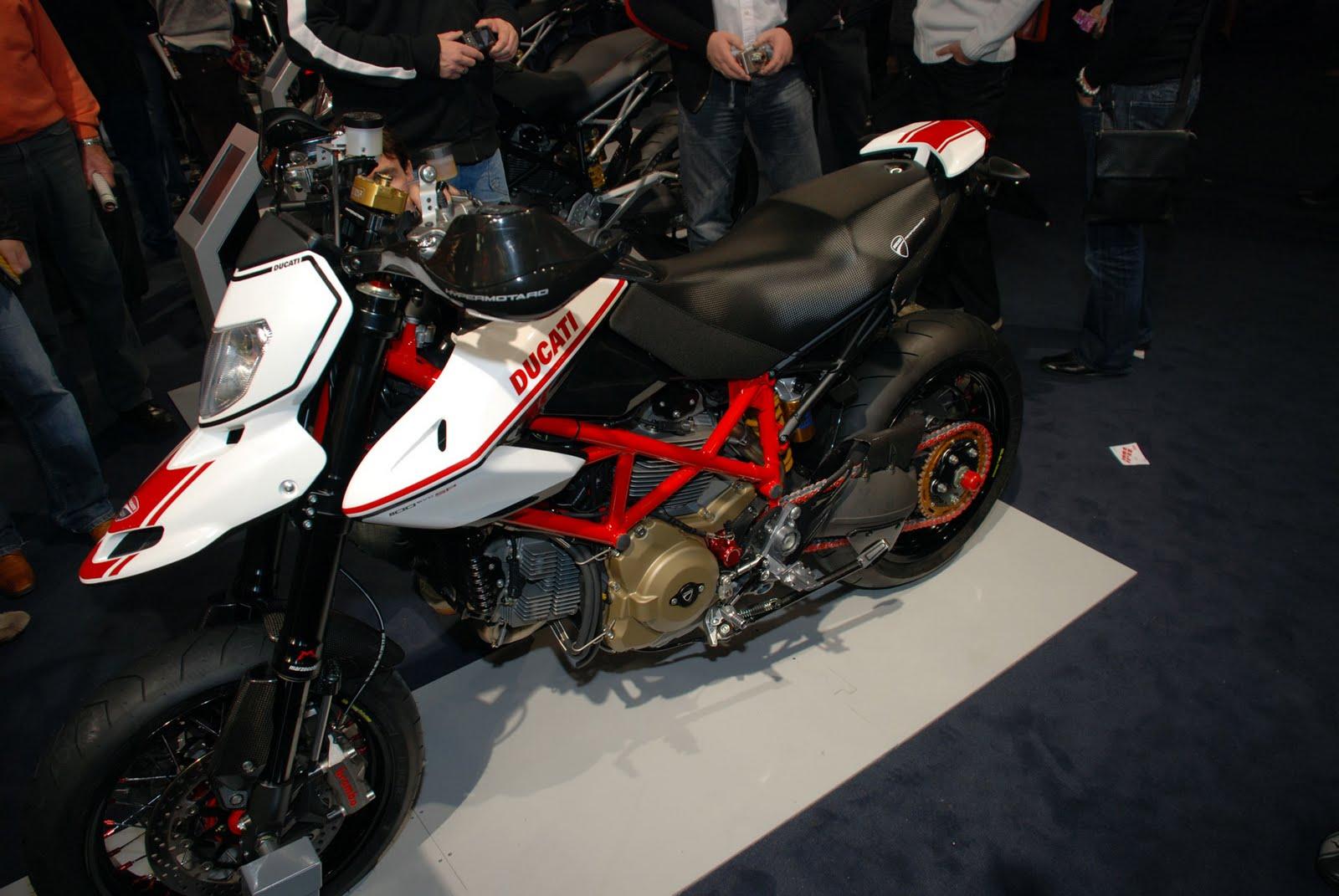 [2010-ducati-hypermotard-1100-evo-sp-accessories-7.jpg]
