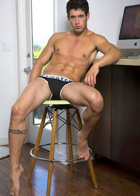 Shirtless Benjamin Godfre