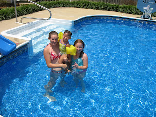 Little Gifts From God Swimming At Aunt Mia 39 S Pool