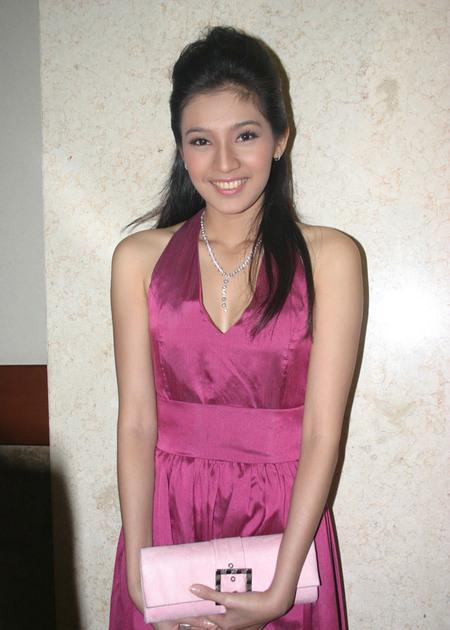 Dhini Aminarti telanjang