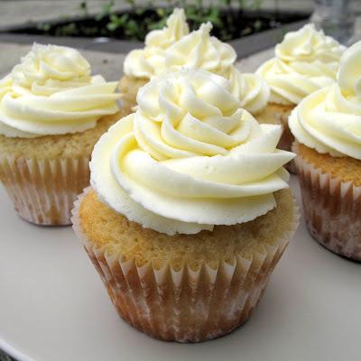 bakies: Vanilla cupcakes with vanilla frosting