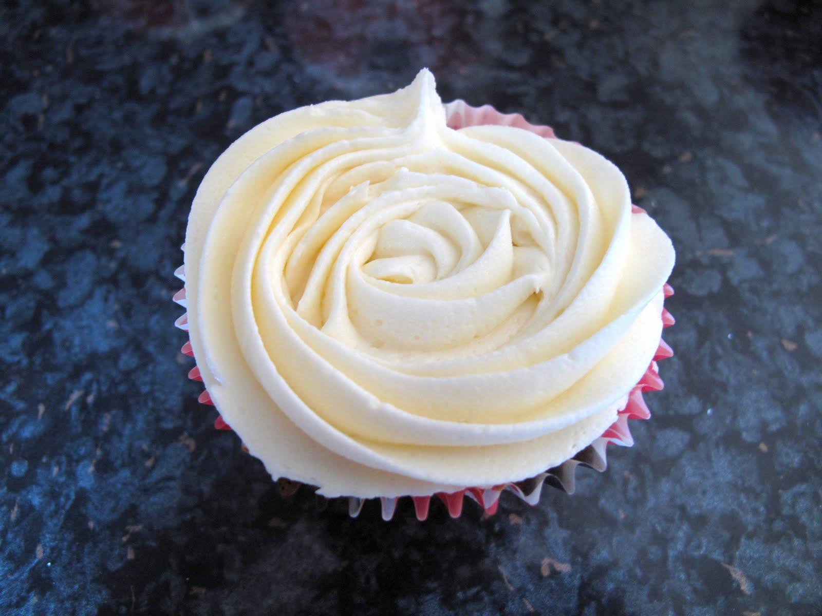 bakies: Lemon zest cupcakes with vanilla frosting