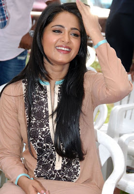 Anushka+Shetty+Closeup+Photos+%283%29.jpg (556×804)
