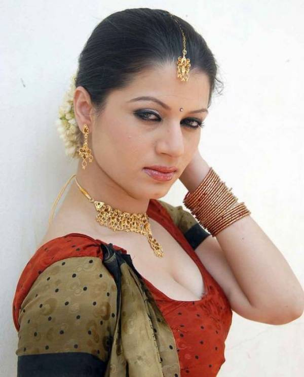 Charu Arora Latest Still Showing Blouse amp Navels Without Saree Pictures Photoshoot cleavage