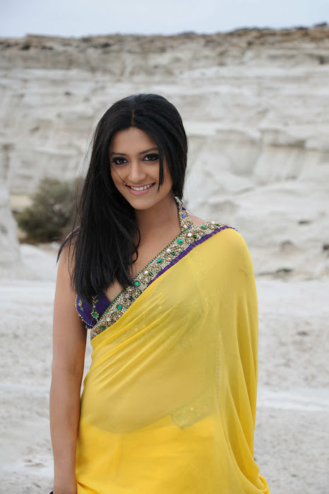 small mamtha mohandas yellow saree mamtha movies mamtha mohandas yellow saree hot images